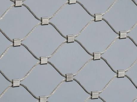 There is wire rope mesh with ferrules.