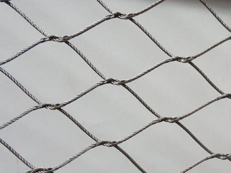 There is a interwoven type wire rope mesh.